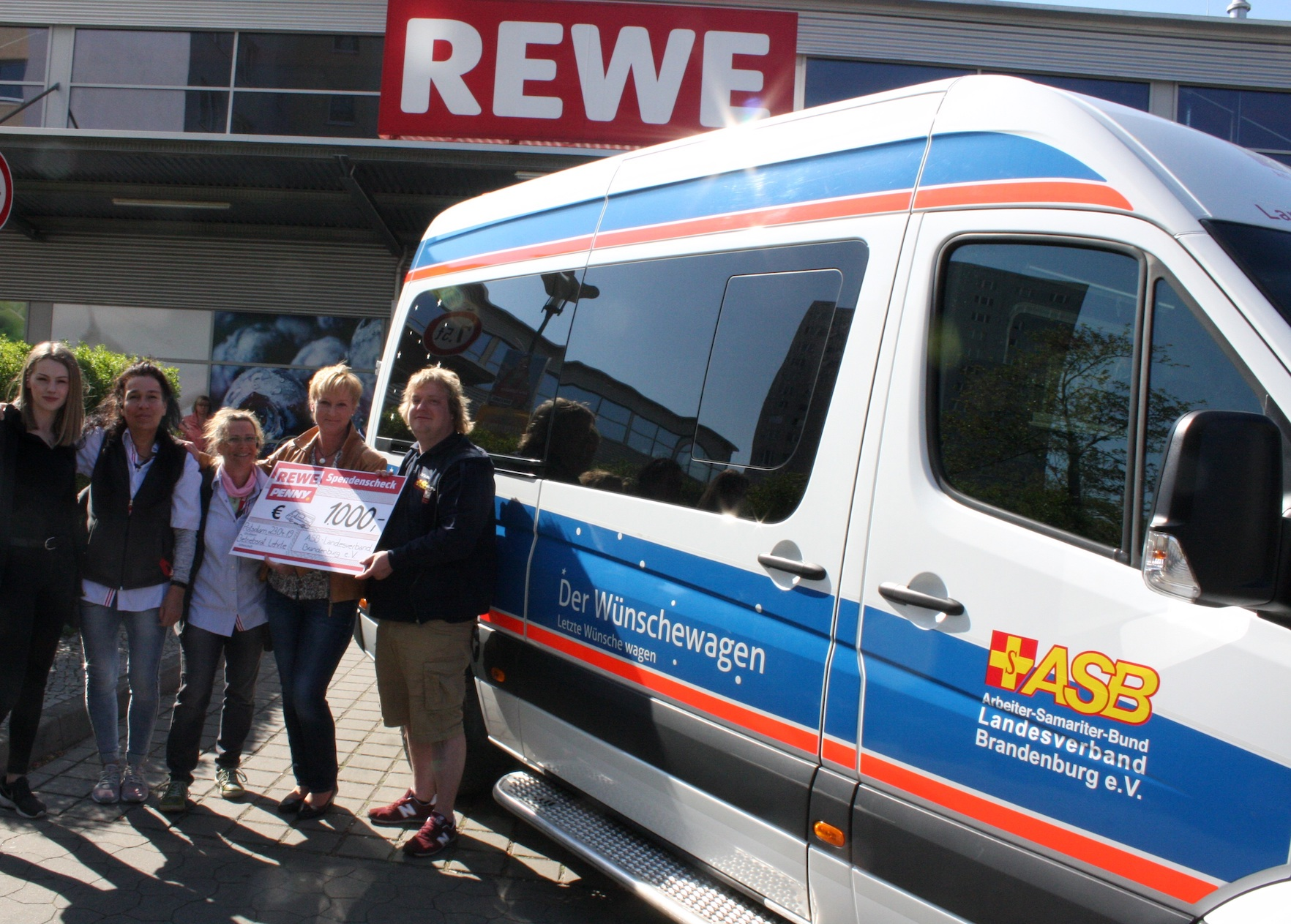 190423_Spendenuebergabe_REWE Group.jpg